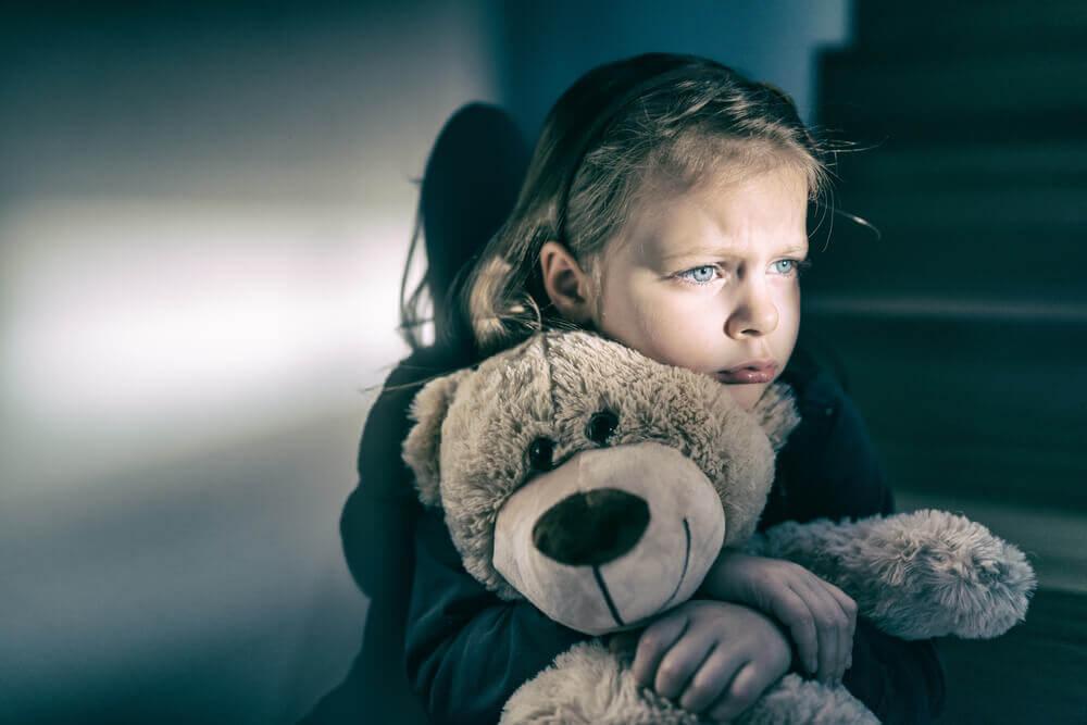5 merkkiä siitä, että lapsi kärsii kiintymyksen puutteesta