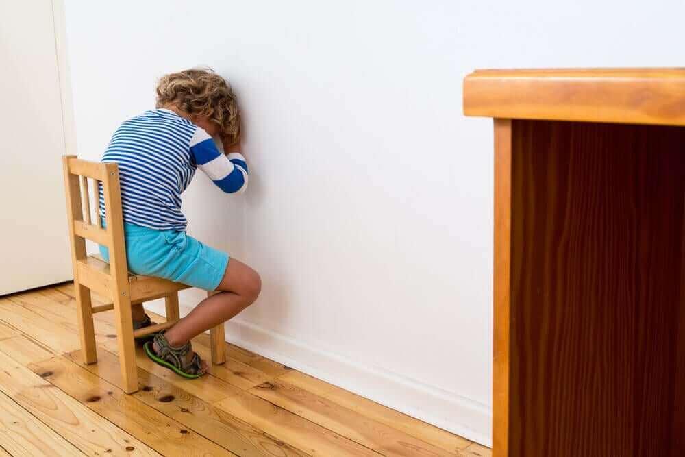 Lapsen kasvattaminen ilman vahvistamista tai rankaisemista