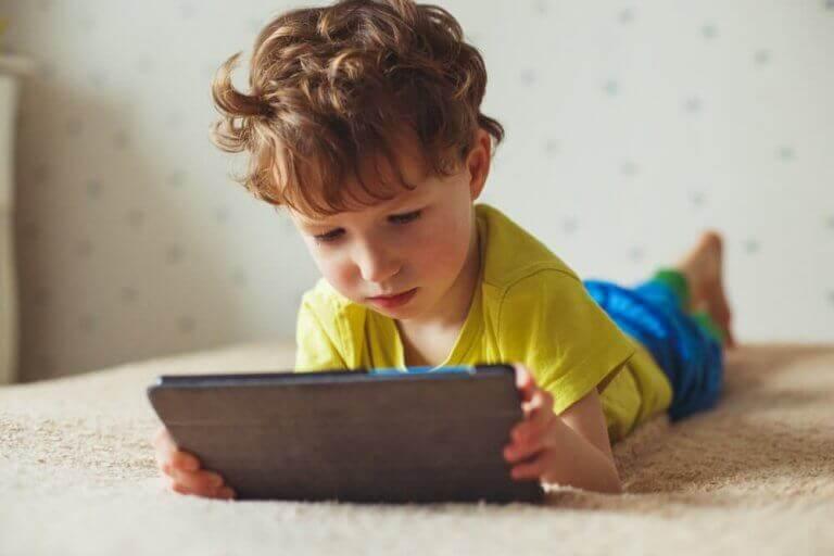 Liiallisen ruutuajan negatiiviset vaikutukset lapseen
