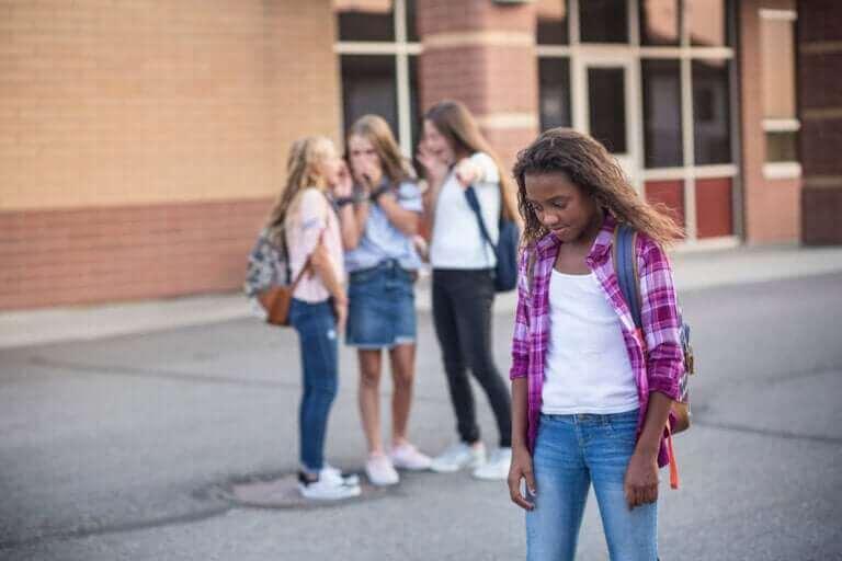 Kuinka auttaa lasta kohtaamaan kiusaaminen?