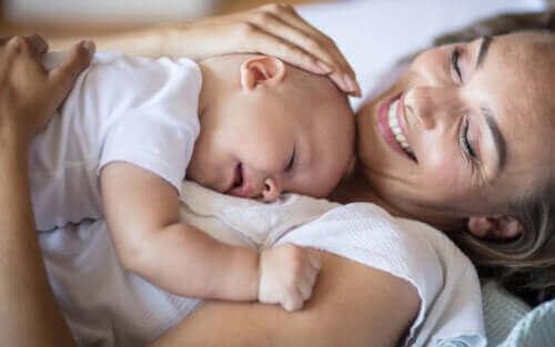 15 kaunista sitaattia heijastavat todellista äitiyttä