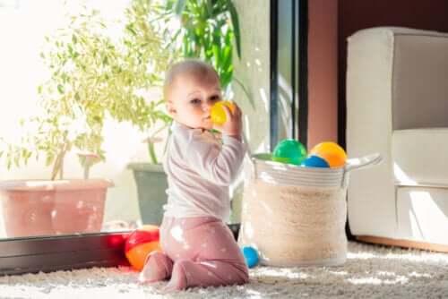 Aarrekori on hauska leikki vauvoille