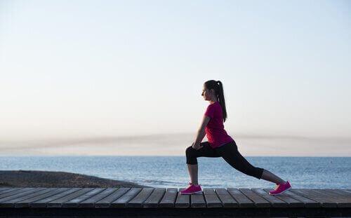 Tehokas alakropan treeni kotona - 8 jalkoja vahvistavaa liikettä