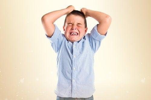 Liian ankarat vanhemmat vaativat lapseltaan liikaa