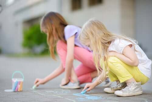 Vanhempien on tärkeää kannustaa lasta luovuuteen jo tämän ollessa pieni