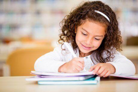 7 tapaa innostaa lasta luovaan kirjoittamiseen