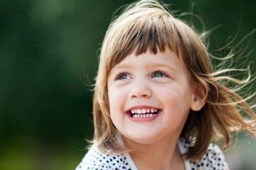 Miten vanhemmat voivat auttaa lastaan tuntemaan olonsa hyväksi?