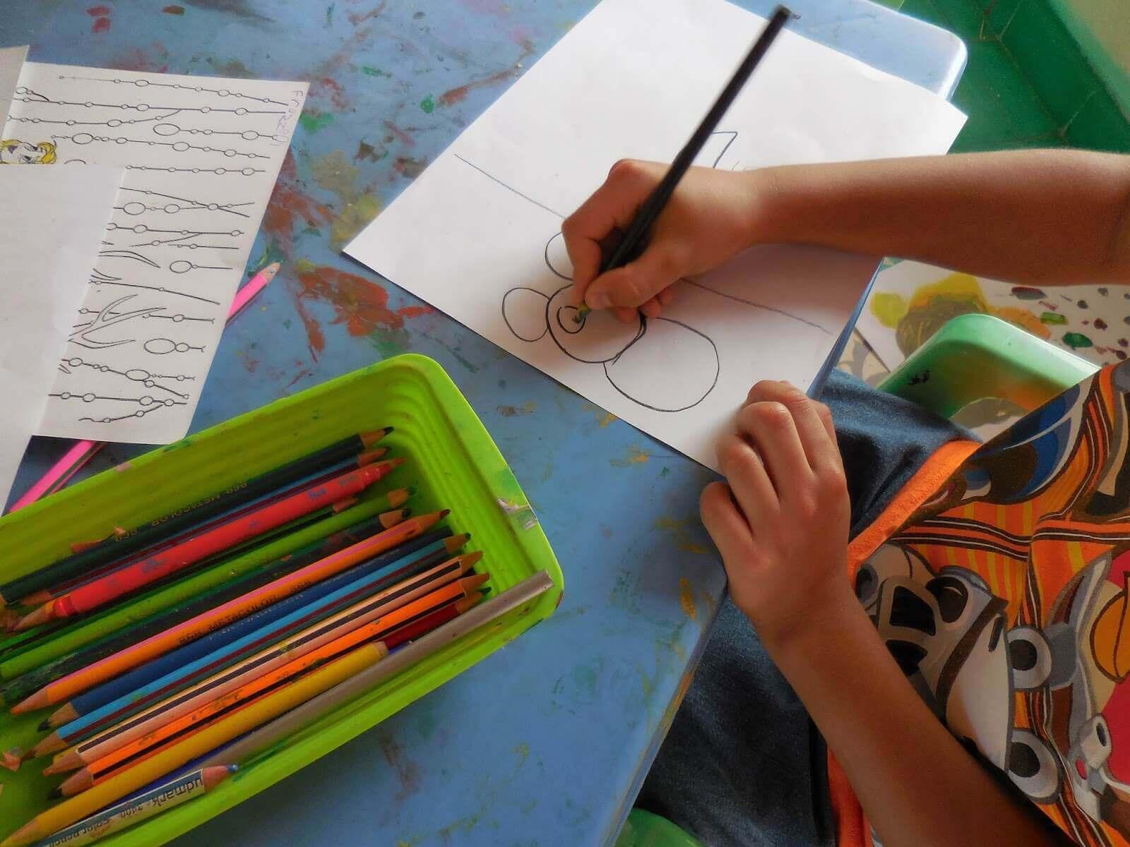 Lapsen piirustustaidon kehittyminen tapahtuu vaiheittain