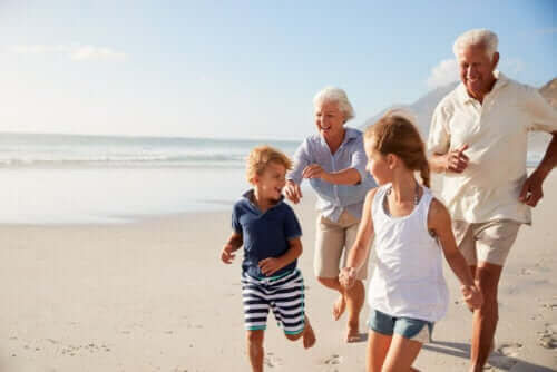 4 tapaa auttaa lasta muistamaan isovanhempansa