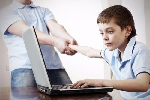 Sosiaalisen median vaarat nuorelle