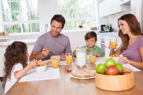 Kuinka saada lapsi kokeilemaan uusia ruokia?