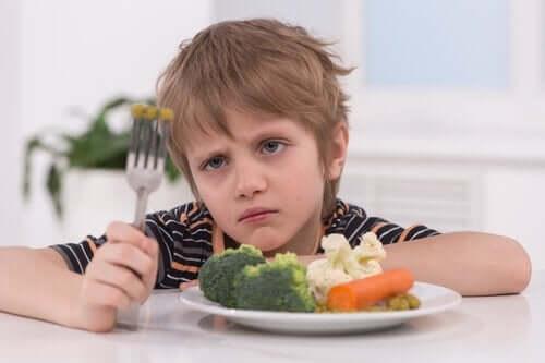 Lapselle on tärkeää opettaa hyvät ruokailutottumukset