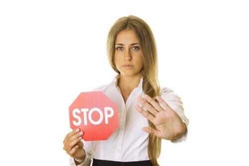Assertiivisuus ja rajojen asettaminen lapselle