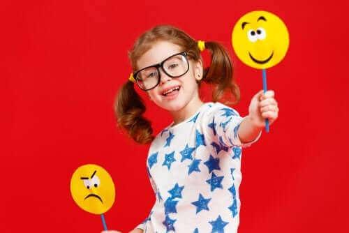 Sosiaalisemotionaaliset taidot ovat tärkeitä lapsen terveen kasvun kannalta