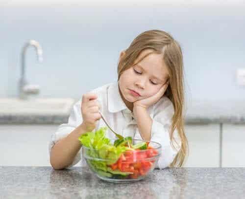 7 tekosyytä, joilla lapsi välttelee syömistä