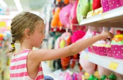 Vanhempien on tärkeää opettaa lasta välttymään pakonomaiselta kuluttamiselta