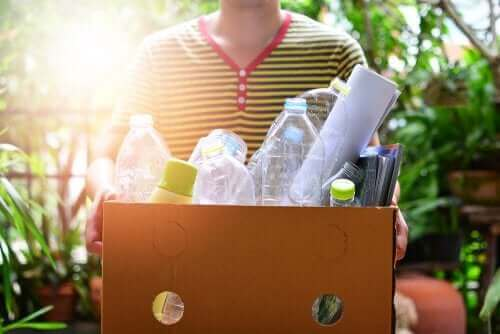 4 tapaa askarrella muovipulloista