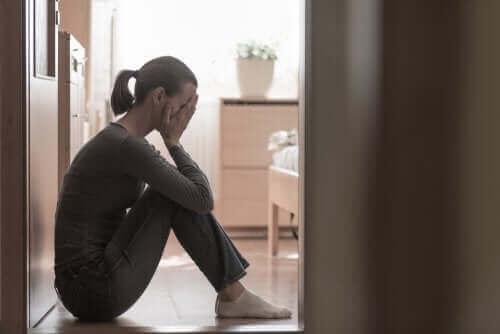 Synnytyksen jälkeinen alakulo johtuu hormonaalisista, fyysisistä ja psykologisista muutoksista