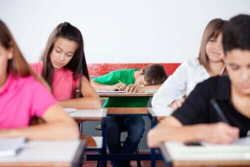 Miksi useimmat teini-ikäiset ovat iltavirkkuja?