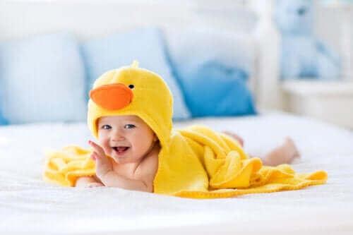 Kylpytarvikkeet helpottamaan vauvan kylpyhetkeä