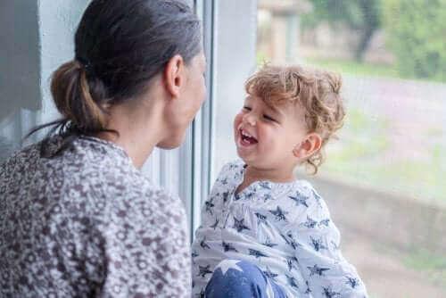 Kuinka opettaa lasta rakastamaan itseään olematta ylimielinen?