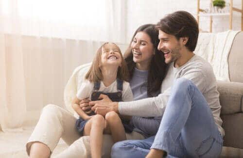Onnelliset vanhemmat, onnellinen lapsi