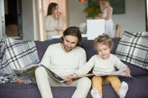 Jäljittelevä leikki on tärkeää pienen lapsen kehitykselle