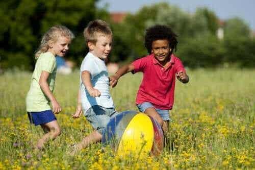 Lapsen fyysisen kehityksen merkkipaalut 6 vuoden ikään asti