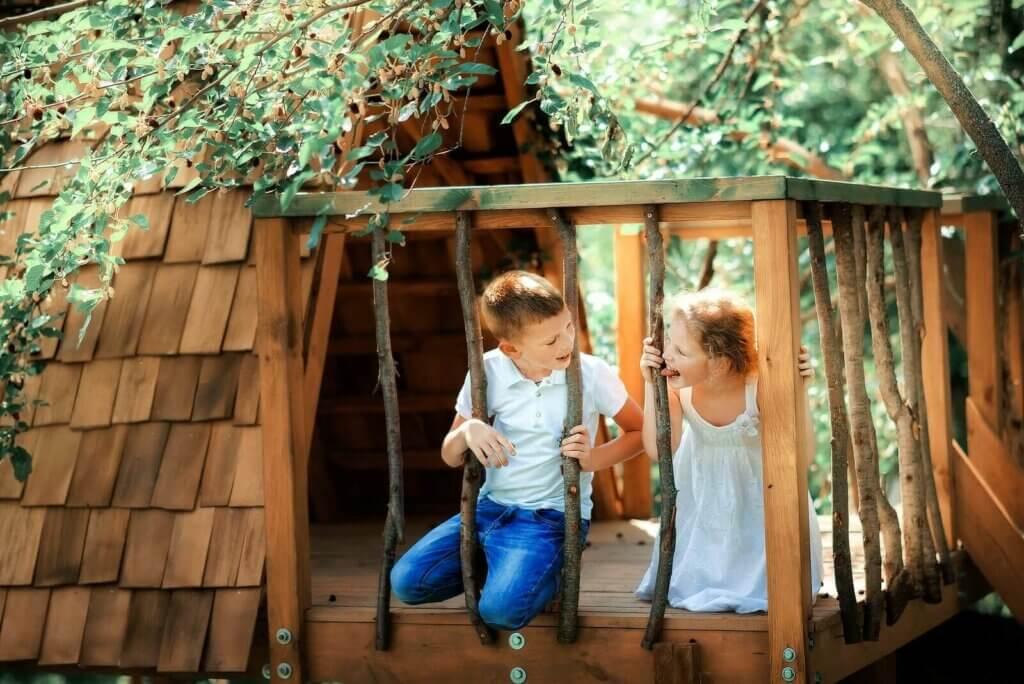 4 hauskaa tapaa jakaa lasten roolit leikeissä ja peleissä