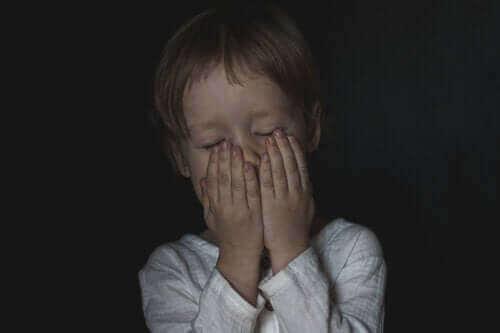 Miten lievittää lapsen pelkoja?