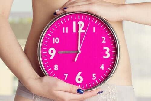 Epäsäännölliset kuukautiset imetyksen aikana johtuvat naisen kehon kokemista muutoksista