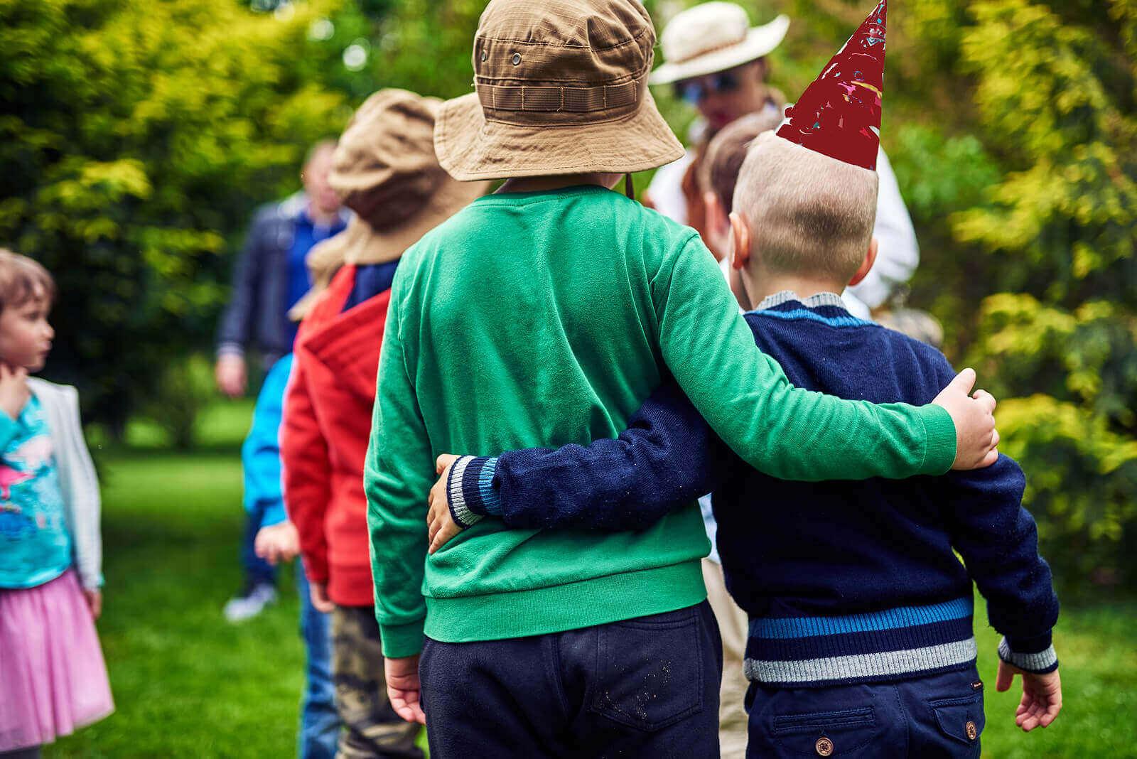Lapsen sosiaalista kehitystä selittävät teoriat