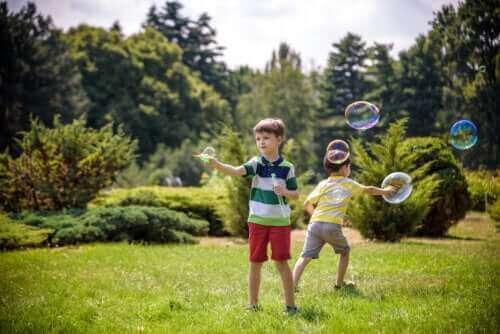 10 vapaaseen liikkumiseen kannustavaa aktiviteettia lapsille