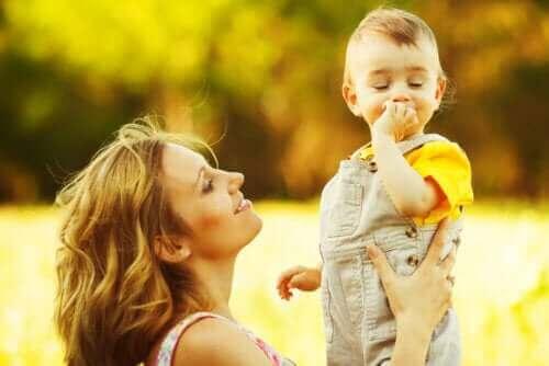 9 harjoitusta 1–2-vuotiaan kielen kehittämiseen