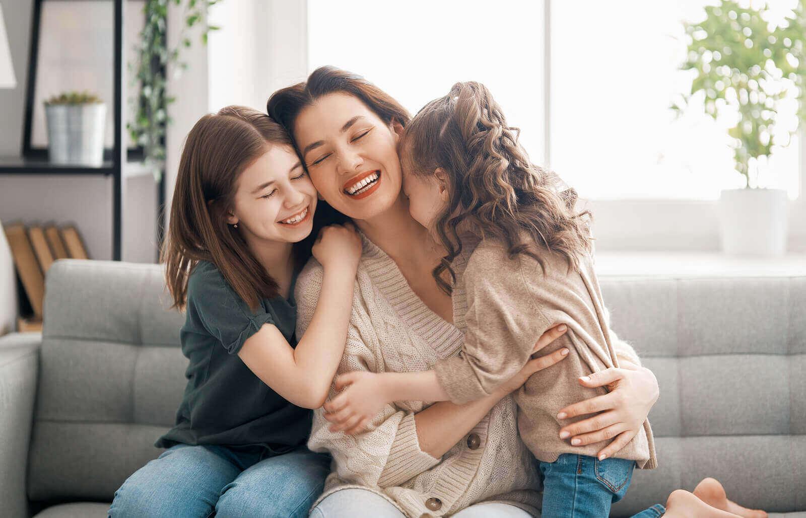 Fyysinen läheisyys on tärkeää lapsen kasvun ja kehityksen kannalta