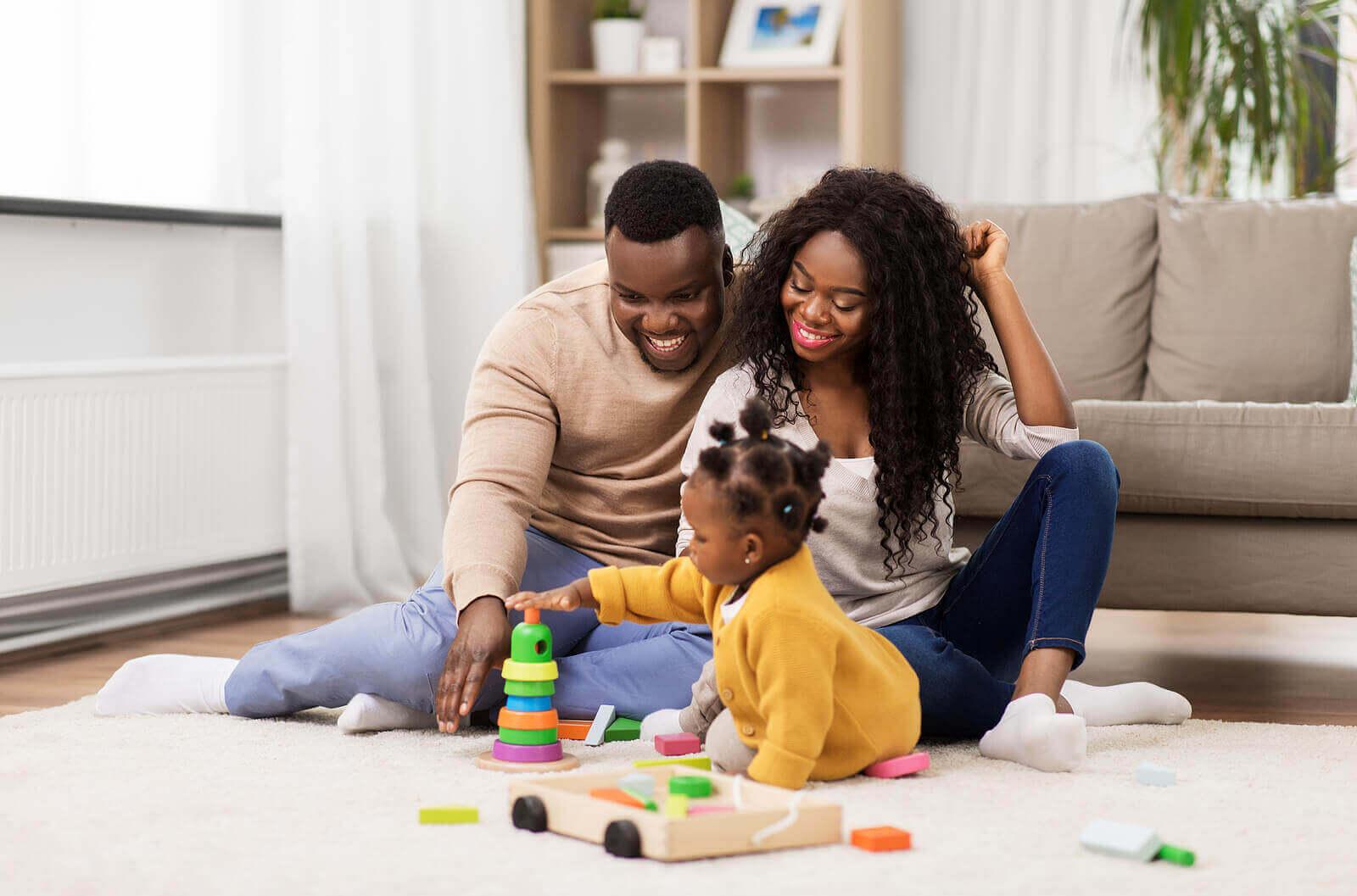 Positiiviset ja onnelliset vanhemmat opettavat lapselleen samanlaisen näkökannan elämään.