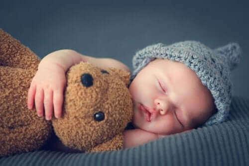 Vauvan uni ensimmäisten kolmen kuukauden aikana