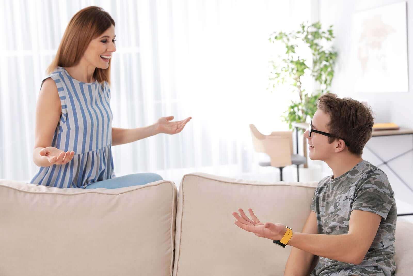 Älä kuulustele teiniä, vaan keskustele hänen kanssaan