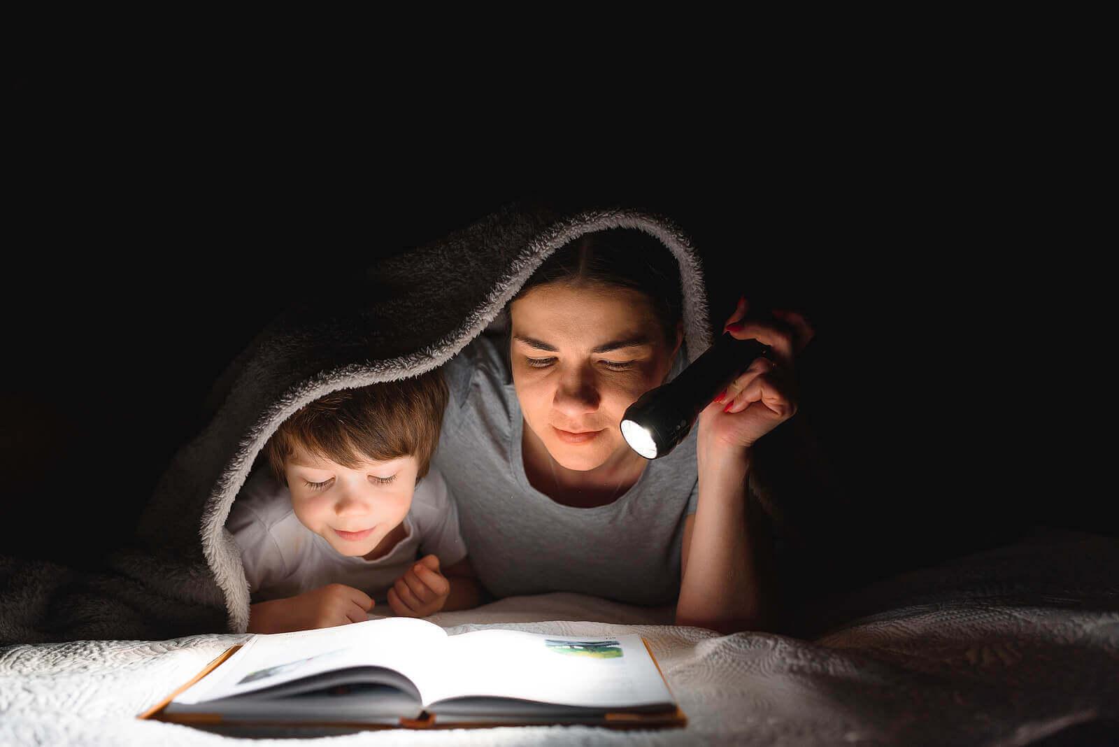 10 tapaa kannustaa lasta lukemaan ja kirjoittamaan