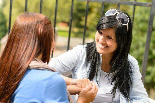 28 kysymystä, joilla avata keskustelu teini-ikäisen kanssa