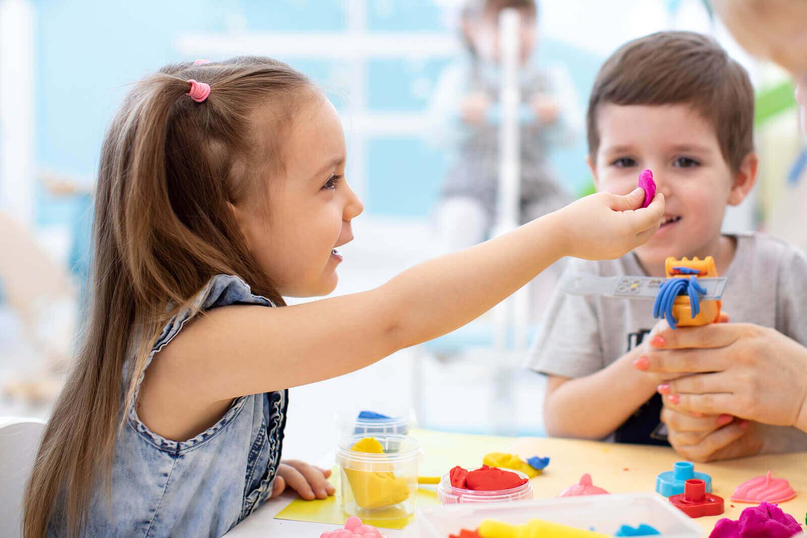 Sensoriset aktiviteetit vilkkaalle lapselle