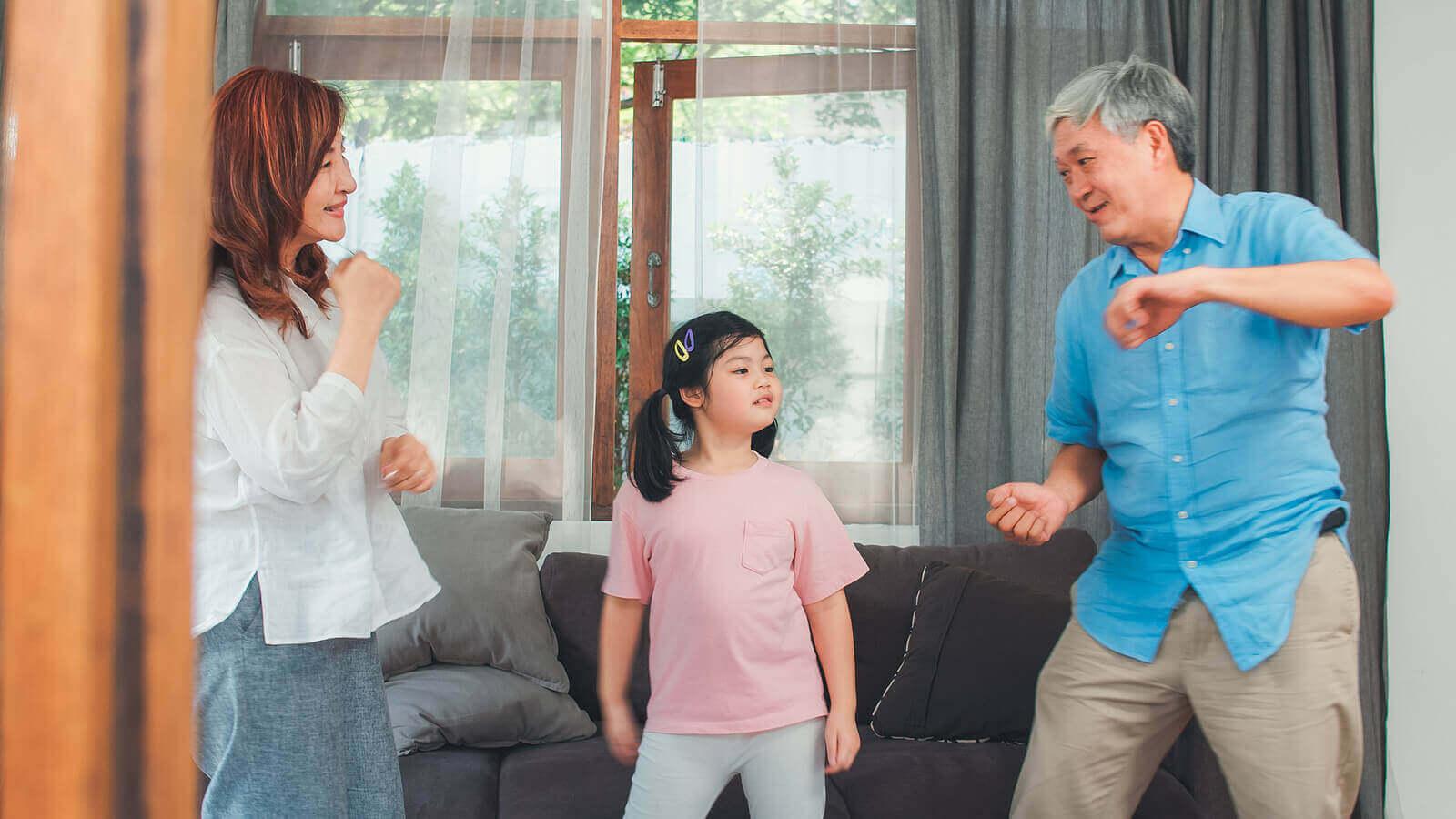 3 helppoa musiikkileikkiä pienelle lapselle