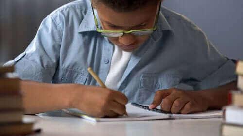 7 lapsille sopivaa peliä, joihin tarvitaan vain kynä ja paperia
