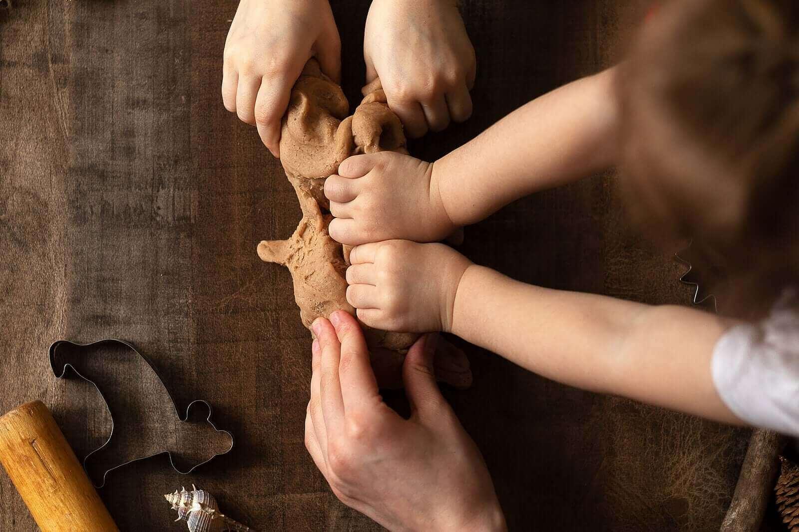 Savella leikkiminen on hauskaa ja stimuloivaa puuhaa lapselle