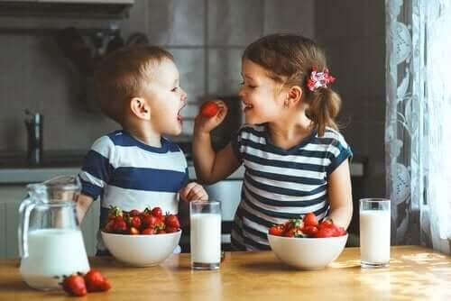 3 herkullista hedelmäkakkureseptiä