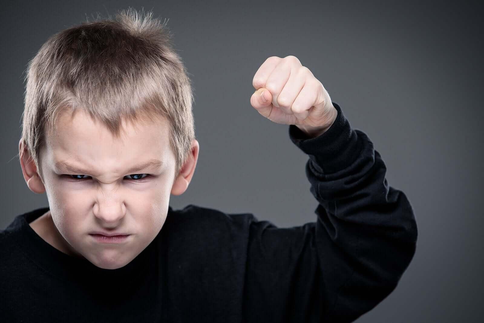 Miksi lapsi muuttuu aggressiiviseksi?