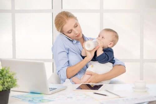 8 vinkkiä vanhemmille, jotka tekevät töitä kotoa käsin