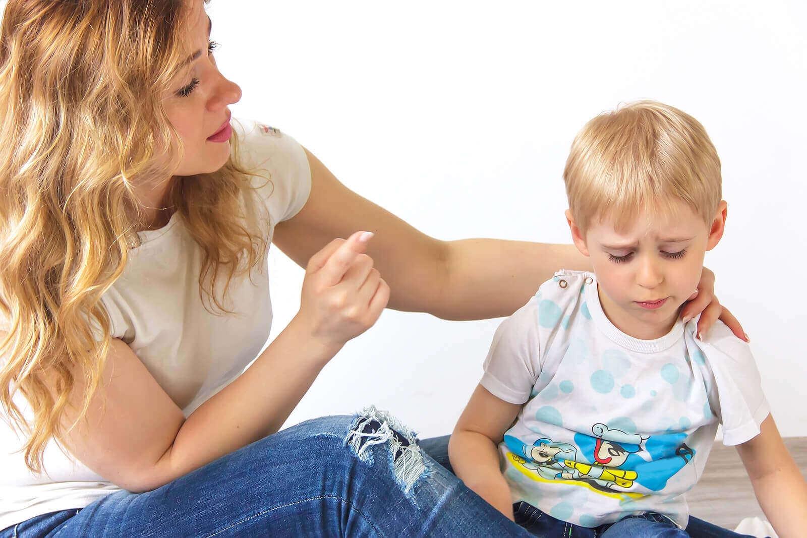 Vanhemmat joutuvat usein toistamaan sanomansa useaan kertaan puhuessaan lapselle