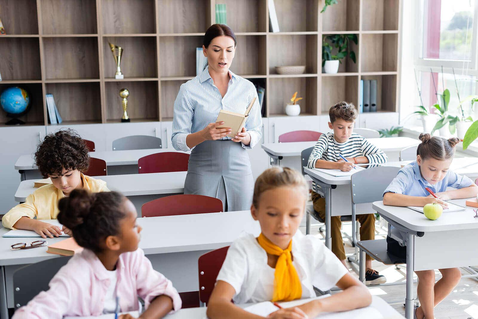 12 tapaa, joilla sanelu hyödyttää lapsen oppimista