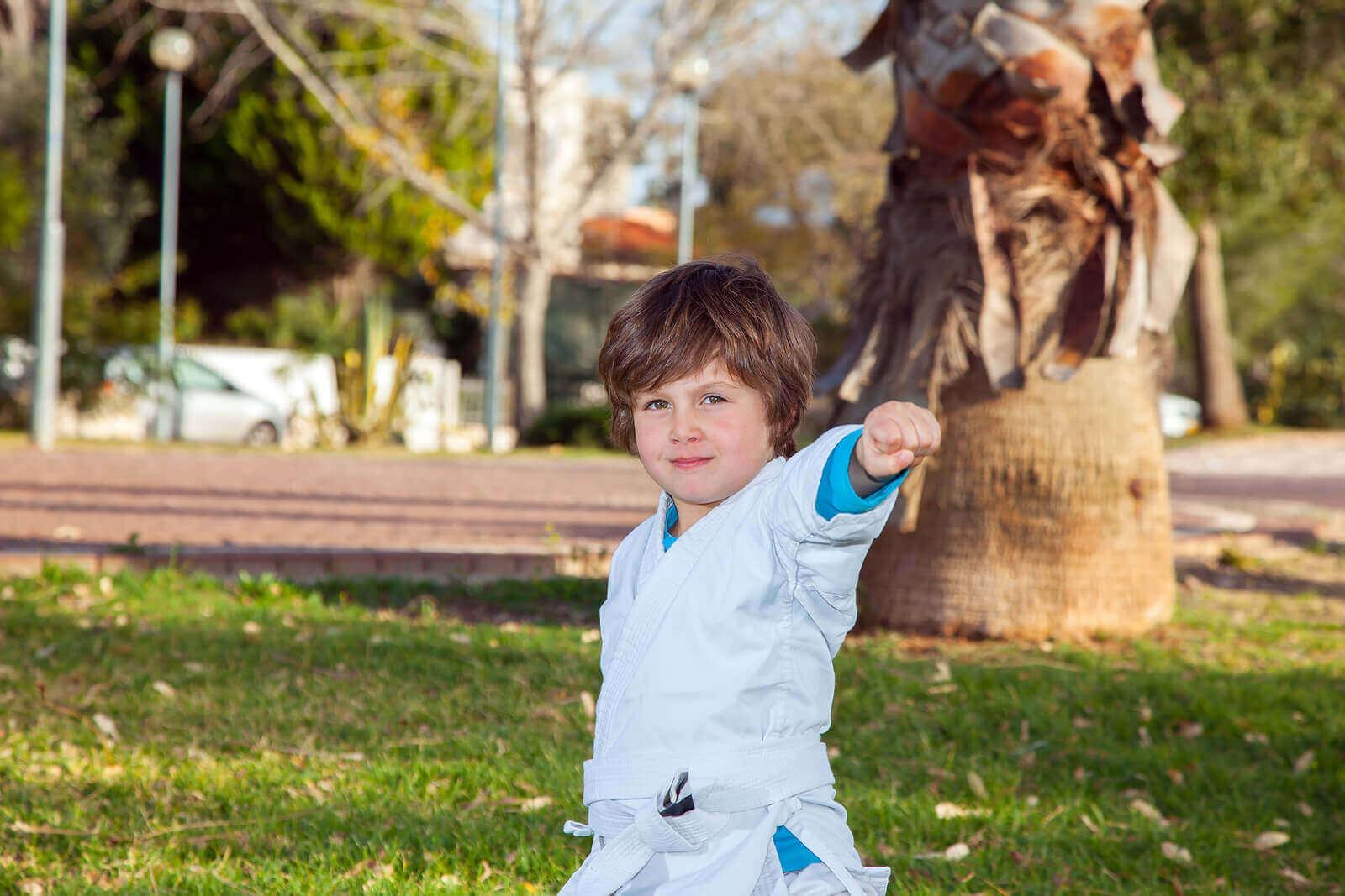 Urheilun harrastaminen tukee lapsen kehitystä monella osa-alueella